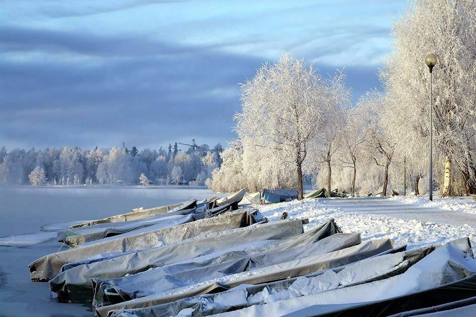 Bezoek Finland winterlandschap met boten